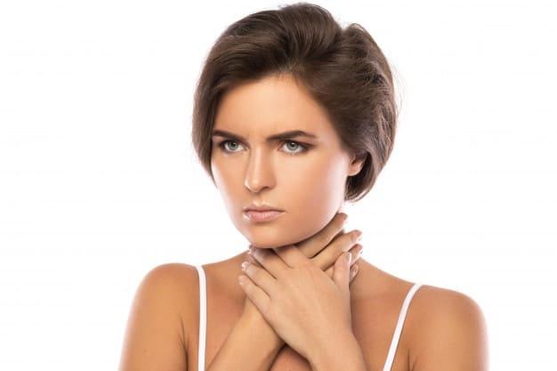 mujer con anginas